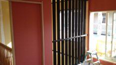 現状復旧工事ではありましあたが、ついでにリフォームもということで、壁を格子壁にしてみました。