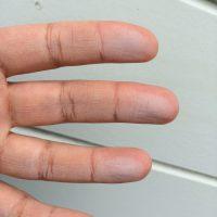 これがチョーキングです。手が真っ白ですね。