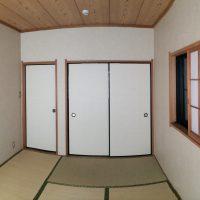 押入れのある普通の和室でした。