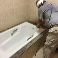 浴槽をアイボリーからペールホワイトに塗り替え