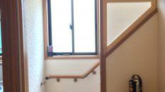 階段手摺上に、壁を組みました。