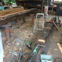 今回も大工さんに無理いって、古材梁2本をプレカットの中に入れる為に、工場で加工してもらいました。