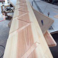 階段ササラ 大工さん杉板加工