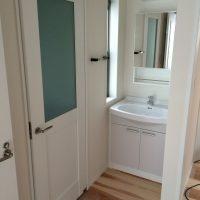 トイレ建具は通常框ドアに使うデザインを採用。