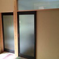 納戸と、洗面入口に古建具を使用