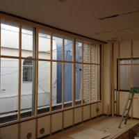 ギャラリーにするのにたくさん壁が必要なので今回は窓を塞ぎました