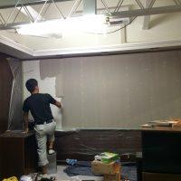 スクリーンとなる壁に、F&Bの塗料を塗りました。