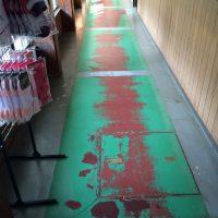 床の塗装がはげはげ