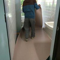 トイレ内もタキロンシートはりました。